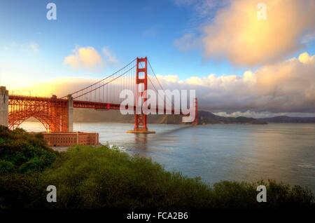 Die berühmten San Francisco Golden Gate Bridge in Kalifornien, Vereinigte Staaten von Amerika. Blick auf Fort Point, - Stockfoto