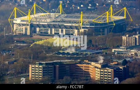 Antenne-anzeigen, Signal Iduna Park Dortmund, Westfalenstadion Dortmund, erste Bundesliga, Fußballstadion, Sonnenkollektoren - Stockfoto