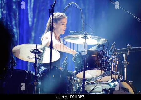 Liverpool, Großbritannien. 22. Januar 2016. Caroline Corr der irischen Band, The Corrs, während Ihre weißen Licht - Stockfoto