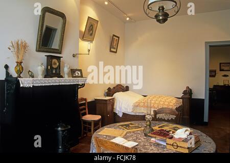 Umbau einer Wohnung für einen Angestellten und seine Familie als es war Anfang des 20. Jahrhunderts, Familistere - Stockfoto