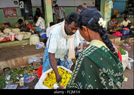 Blumenmarkt in Madurai, Tamil Nadu Zustand, Süd-Indien, Asien. - Stockfoto