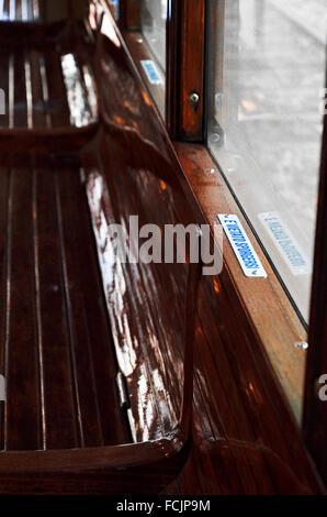 Details im Inneren eine leere Straßenbahn - Stockfoto