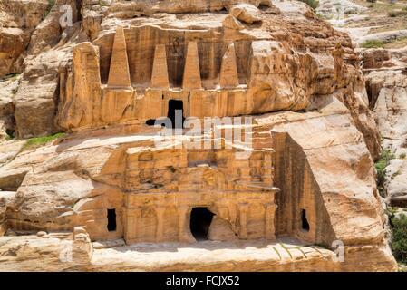 Obelisk Grab (Oberbau), Bab als Sig Triclinium (Unterbau), Petra, Jordanien - Stockfoto