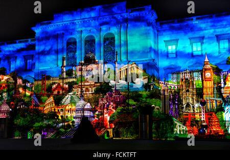 Lightshow projiziert auf Fassade der Bastionen Universitätsgebäude, Universität Genf in der Schweiz. - Stockfoto