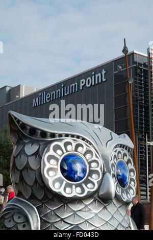 Detail eines der Eule Skulpturen am Millennium Point Teil der großen Hoot Birmingham Eule Skulptur Trail 2015 England - Stockfoto