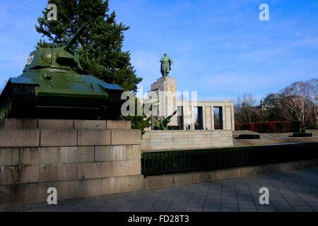 Sowjetisches Spuren, Straße des 17. Juni. Juni, Berlin-Tiergarten. - Stockfoto