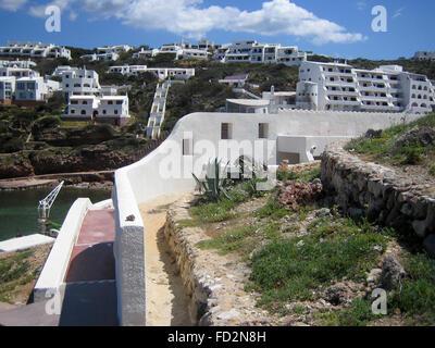 Weiße Häuser in der Bucht Badia de Fornells, Fornells, Minorca, Menorca, Balearen, Mittelmeer, Spanien, Europa - Stockfoto