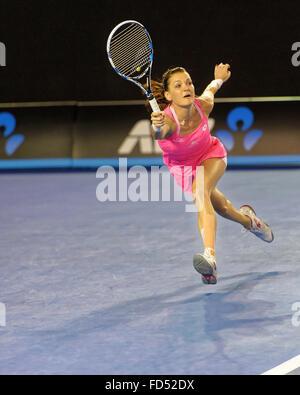 Melbourne, Australien. 28. Januar 2016. Agnleszka Radwanska (POL) in Aktion gegen Serena Williams (USA), während - Stockfoto
