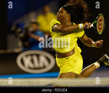Melbourne, Australien. 28. Januar 2016. Serena Williams (USA) in Aktion gegen Agnleszka Radwanska (POL), während - Stockfoto