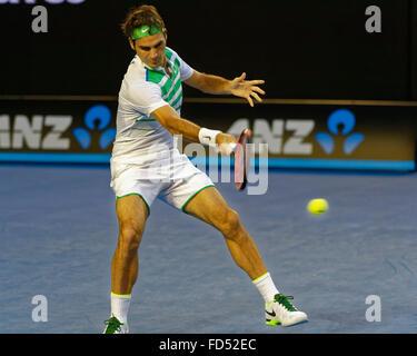 Melbourne, Australien. 28. Januar 2016. Roger Federier (SUI) in Aktion gegen Novak Djokovic (SRB) während ihre Männer - Stockfoto