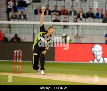 Melbourne, Australien. 29. Januar 2016. Andrew Tye (AUS) Schalen, Rohit Sharma (IND) auf dem Melbourne Cricket Ground - Stockfoto