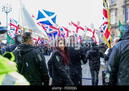 Dewsbury, Yorkshire, Großbritannien. 30. Januar 2016. Ungefähr drei bis vierhundert Aktivist marschierten in Dewsbury - Stockfoto