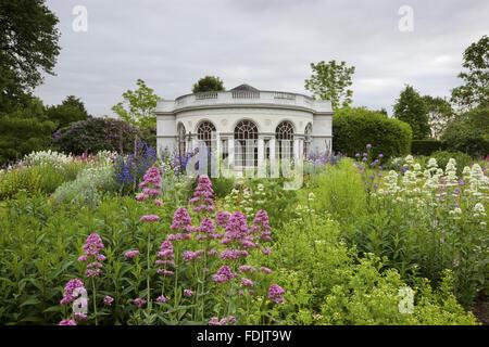 Das Garden House, gebaut im Jahre 1780 von Robert Adam, auf dem Gelände Vergnügen am Osterley, Middlesex. Das Gebäude hat eine halbrunde Front und ionischen Pilastern.
