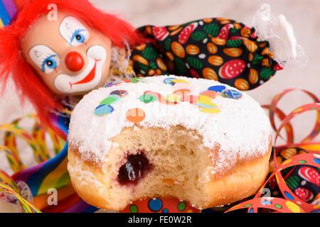Krapfen mit Clown Karneval - Stockfoto