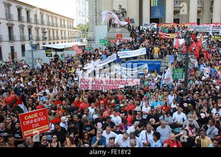 Rio De Janeiro, Brasilien, 3. Februar 2016: Hunderte von Arbeitern der Aktiengesellschaft von der Landesregierung - Stockfoto