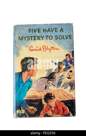 """Enid Blytons """"fünf haben ein Rätsel zu lösen"""" Famous Five Buch mit original Cover, Ascot, Berkshire, England, Vereinigtes - Stockfoto"""