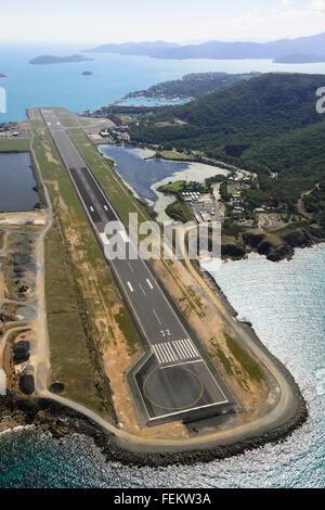 Luftaufnahme von Airlie Beach Flughafen, Whitsunday Islands, Queensland, Australien - Stockfoto