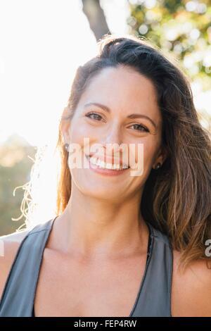Porträt von Mitte Erwachsene Frau - Stockfoto
