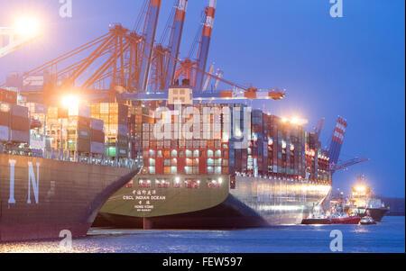 """Hamburg, Deutschland. 9. Februar 2016. Container-Frachter """"Indischen Ozean"""" der China Shipping Container Line (CSCL) - Stockfoto"""