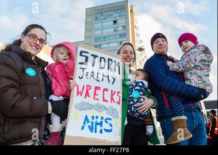 Sheffield, UK. 10. Februar 2016. Markante Ärzte außerhalb der Royal Hallamshire Hospital-Credit: Jeremy Abrahams - Stockfoto