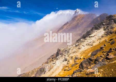 5126m Gipfel des IRMRMiniza Norte VoRMcano, Provinz Pichincha, Ecuador, Südamerika - Stockfoto
