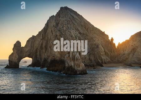 Sonnenuntergang über Endland natürliche Felsformation, El Arco, in Cabo San Lucas, Mexiko - Stockfoto