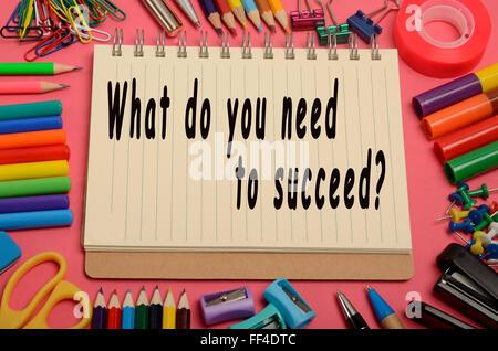 Was brauchen Sie um erfolgreich zu sein? auf notebook - Stockfoto