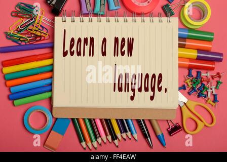 Lerne eine neue Sprache geschrieben am notebook - Stockfoto