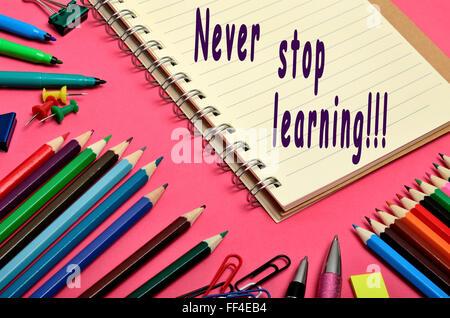 Nie aufhören Sie zu lernen Text schreiben auf notebook - Stockfoto