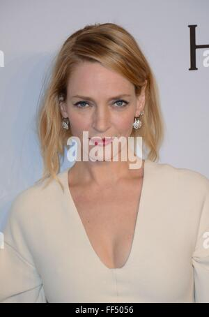 New York, NY, USA. 10. Februar 2016. Uma Thurman im Ankunftsbereich für AmfAR Gala in New York, Cipriani Wall Street, - Stockfoto