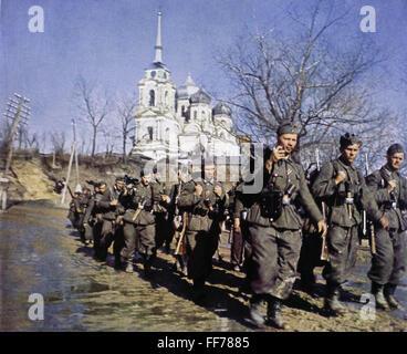 Veranstaltungen, Zweiten Weltkrieg/WWII, Russland 1942 / 1943, Deutsche Infanterie im März in der Ukraine, circa - Stockfoto
