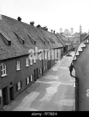 Geographie/Reisen, Deutschland, Augsburg, Fuggerei, mit Blick auf eine Gasse, 1969, Additional-Rights - Clearences - Stockfoto