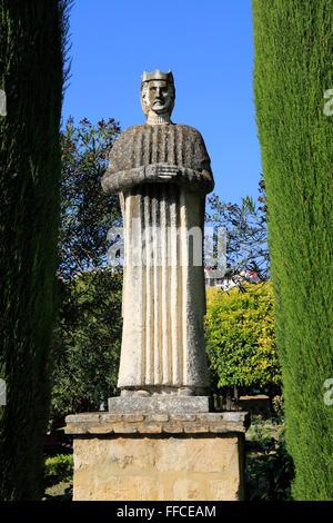 Royal Statue in den Gärten des Alcázar de los Reyes Cristianos, Alcazar, Cordoba, Spanien - Stockfoto