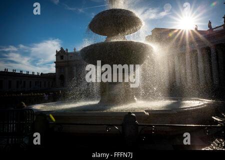 Piazza San Pietro Brunnen. Rom. Italien - Stockfoto