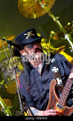 Glastonbury Festival, Somerset, 26. Juni 2015, Ian Lemmy Kilmister die live mit Motörhead auf der Pyramide-Bühne - Stockfoto