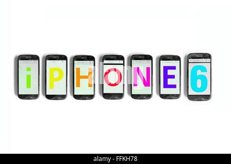 iPhone8 geschrieben am Smartphone Bildschirme vor weißem Hintergrund fotografiert. - Stockfoto