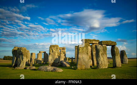 Sonnenuntergang über Stonehenge, Wiltshire, England - Stockfoto