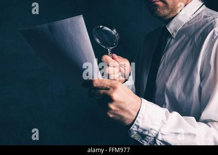 Steuerkommissär tun, Rechnungsprüfung, Kaufmann, die geschäftlichen Bericht oder Vertrag Fußnoten Haftungsausschluss - Stockfoto