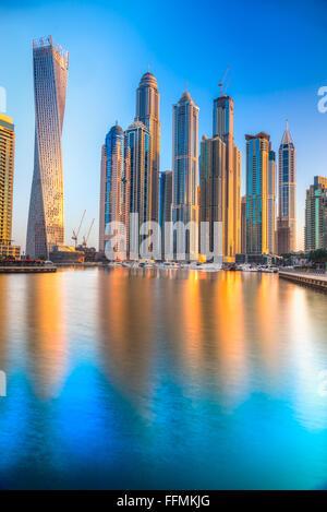 Wolkenkratzer in Dubai Marina. VEREINIGTE ARABISCHE EMIRATE - Stockfoto