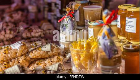 Honigprodukte auf einem Markt in der Provence, Frankreich - Stockfoto