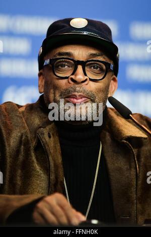 Berlin, Deutschland. 16. Februar 2016. Regisseur Spike Lee besucht eine Pressekonferenz für die Förderung des Films - Stockfoto