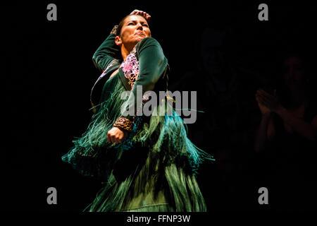 "London, UK. 16. Februar 2016. Leistung des 'Soleá Por Bulería""von Ballet Flamenco Sara Baras""Voces, Suite Flamenca""als - Stockfoto"