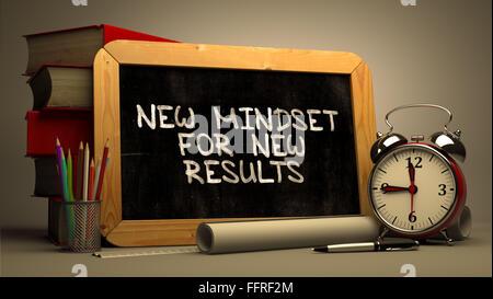 Neues Denken für neue Ergebnisse auf einer Kreidetafel. - Stockfoto