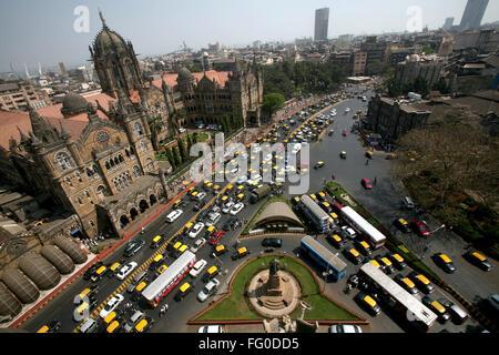 Datenverkehr außerhalb Victoria Terminus VT jetzt Chhatrapati Shivaji Terminus CST in Bombay Mumbai, Maharashtra, - Stockfoto