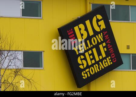 Das Gro 223 E Gelbe Selfstorage Logo Auf Einem Ast In Ealing