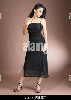 Südasiatische indische Frau im stilvollen Pose Herr # 702 - Stockfoto