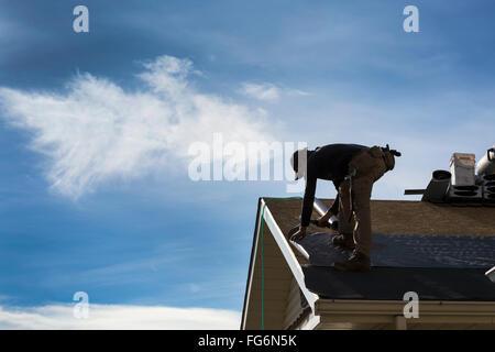 Dachdecker Kanada dachdecker arbeiten an ein neues dach schindeln stockfoto bild