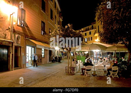 Geographie/Reisen, Italien, Ligurien, Cinque Terre, Vernazza, Piazza Roma, Additional-Rights - Clearance-Info - - Stockfoto