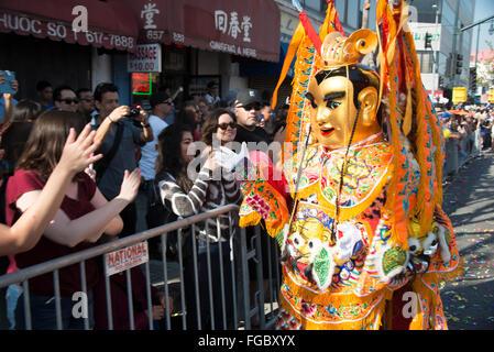 Chinesische mythische Figur in chinesische neues Jahr-Parade in Chinatown in der Innenstadt von Los Angeles Kalifornien - Stockfoto