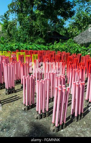Gummiband-Produktion. Bilu Kyun, Birma - Stockfoto